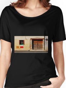 Italian Flag on Rural Building Women's Relaxed Fit T-Shirt