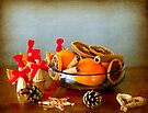 Grunge Christmas: fruits bowl and straw ornaments by Luisa Fumi