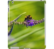 Bumble bee on a flower iPad Case/Skin