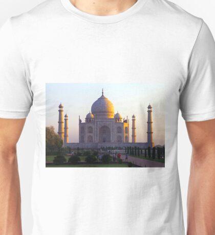 The Taj Mahal catches the sun at sunrise Unisex T-Shirt