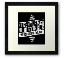 Ni gentlemen ni distingué Framed Print