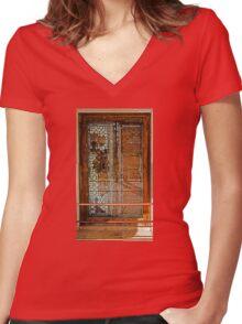 Ivory Door Women's Fitted V-Neck T-Shirt