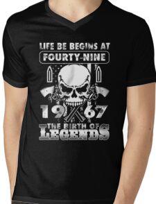 LIFE BE BEGINS AT FOURTY-NINE 1967 THE BIRTH OF LEGENDS Mens V-Neck T-Shirt