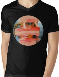 She lives in California, she adores Bowie, Vintage Collage Mens V-Neck T-Shirt
