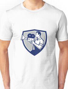 Cameraman Cradling Vintage Movie Camera Crest Retro Unisex T-Shirt