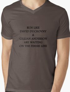 Run Like Gillian Anderson and David Duchovny Mens V-Neck T-Shirt