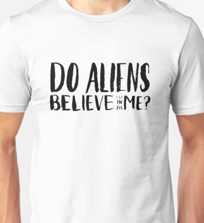 do aliens believe in me? Unisex T-Shirt