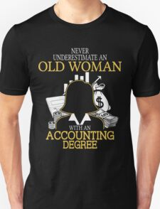 Never Underestimate An Old Woman With An Accounting Degree Unisex T-Shirt