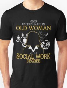Never Underestimate An Old Woman With A Social Work Degree Unisex T-Shirt