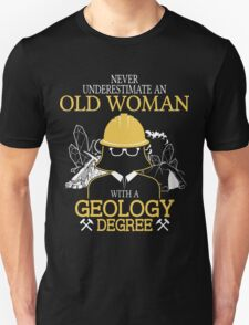 Never Underestimate An Old Woman With A Geology Degree Unisex T-Shirt