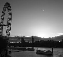 London...blink of a moment...caught it... by LoveDutchArtEbs