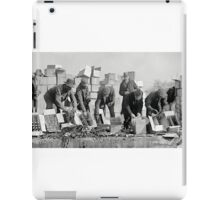 FEDERAL POLICE DESTROY PROHIBITION LIQUOR 1923 iPad Case/Skin