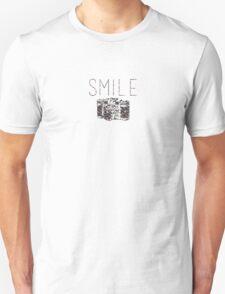 """Smile"" Vintage Camera Unisex T-Shirt"