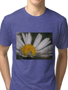 Macro / Close up of a daisy / flower potography flaura Tri-blend T-Shirt