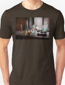 Science - Chemist - Chemistry Equipment  T-Shirt