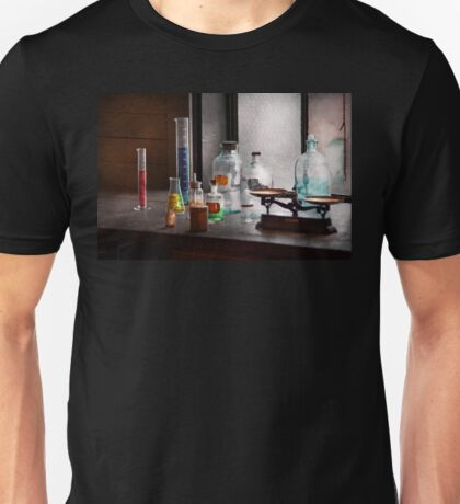Science - Chemist - Chemistry Equipment  Unisex T-Shirt