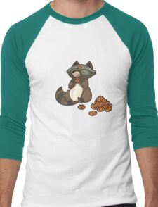 Funny little raccoon eating cookies Men's Baseball ¾ T-Shirt