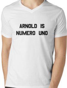 Arnold Is Numero Uno – Arnie, Schwarzenegger Mens V-Neck T-Shirt