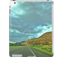 Road through the Vermillion Cliffs iPad Case/Skin