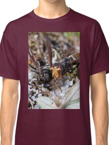 Wasps Black and Orange 3 (c)(t), a moment of their life  by Olao-Olavia par Okaio Créations Classic T-Shirt