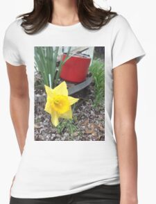 I Am A Yellow Narcissus, Not A Lily Womens Fitted T-Shirt