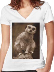 Meerkat Standing Sentry Women's Fitted V-Neck T-Shirt