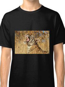 Yawn: Sub-Adult Male Bengal Tiger Classic T-Shirt