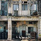 Decaying Colonial Building by visualspectrum