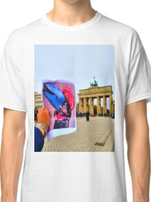 Kimono Whale in Berlin Classic T-Shirt