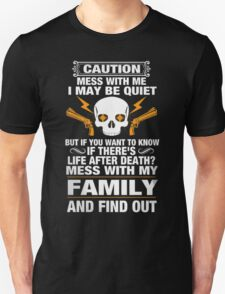 DON'T MESS WITH MY FAMILY! T-Shirt