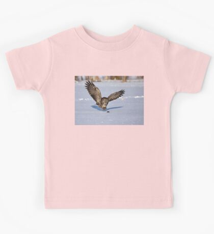 Great Grey owl catches a mouse Kids Tee