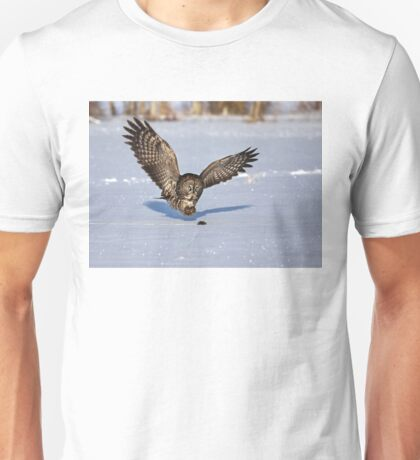 Great Grey owl catches a mouse T-Shirt