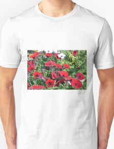 Beautiful red flowers in the park. Unisex T-Shirt