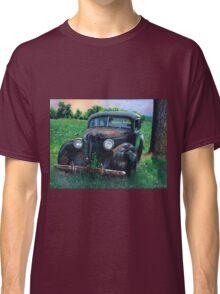 Old Car with Robins, by artist Lynn Garwood Classic T-Shirt
