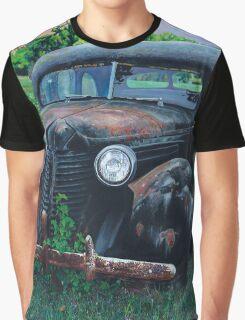 Old Car with Robins, by artist Lynn Garwood Graphic T-Shirt