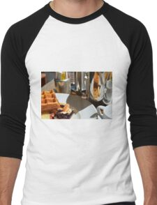 Plate with pastry sweets: cakes, waffle. Men's Baseball ¾ T-Shirt