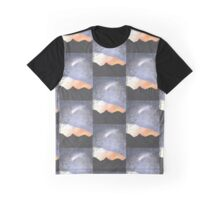A comet crossing the sky Graphic T-Shirt