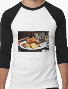 Plate with sweet pastry: waffles, cakes, croissant. Men's Baseball ¾ T-Shirt