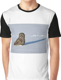 Great Grey Owl casts a long shadow Graphic T-Shirt
