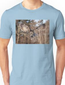 Great Grey Owl swoops down Unisex T-Shirt