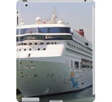 Superstar Virgo cruise ship iPad Case/Skin
