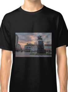 Sunset in the city Classic T-Shirt