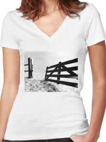Open fench Women's Fitted V-Neck T-Shirt