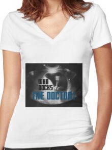 Who rocks? - The Doctor! Women's Fitted V-Neck T-Shirt