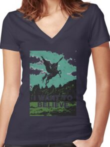 I want to believe (in unicorns) Women's Fitted V-Neck T-Shirt