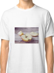 sliced apples Classic T-Shirt