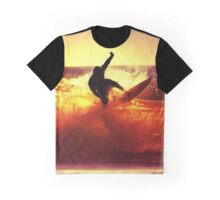 Catching Waves surf Graphic T-Shirt