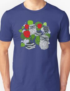 Red roses and clever owls. T-Shirt