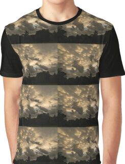 Furious Sky - Mammatus Clouds After a Storm Graphic T-Shirt