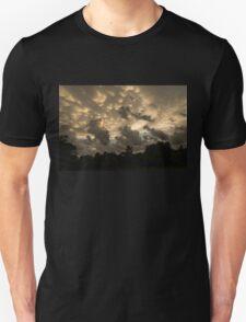 Furious Sky - Mammatus Clouds After a Storm Unisex T-Shirt